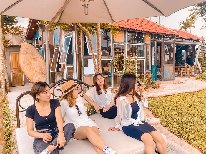 Check in sống ảo tại cafe Roving Chill House Hội An